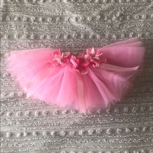 Adorable pink tutu with flowers (one size)